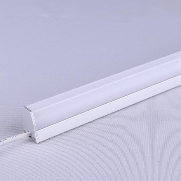 M23:卡玻璃三面发光线条灯